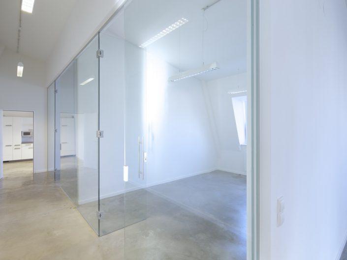 Sanierung Bürohaus Niederhofstraße – Verglaste Dachbüros