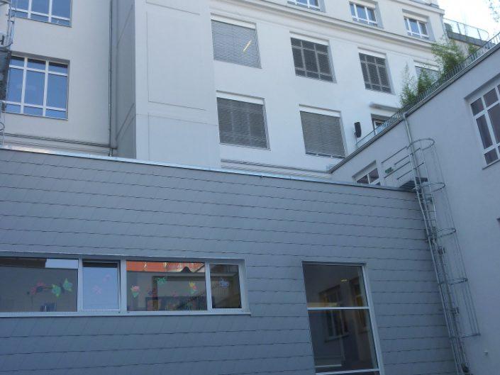 Sanierung Bürohaus Niederhofstraße – Innenhof mit Kindergarten