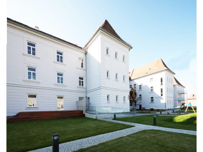 Sanierung Ehemalige Kaserne Stockerau – Seitenansicht der Front