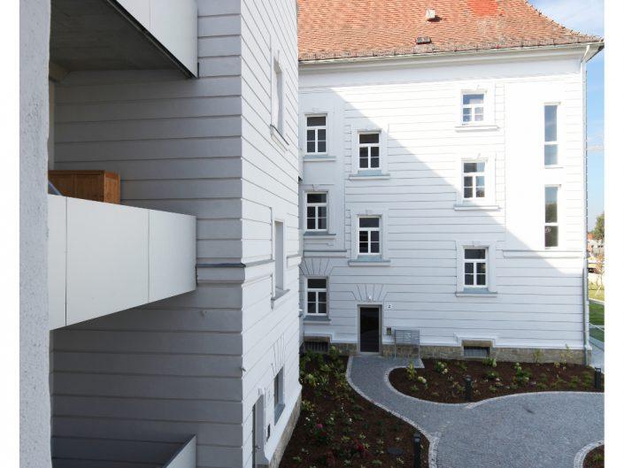 Sanierung Ehemalige Kaserne Stockerau – Nahaufnahme der Balkone