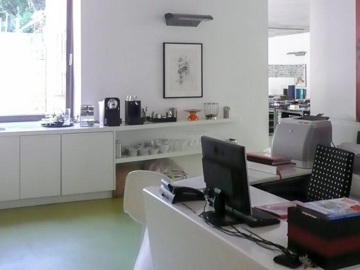 Loftbüro Dornbach – Sekretariat mit Küchenzeile