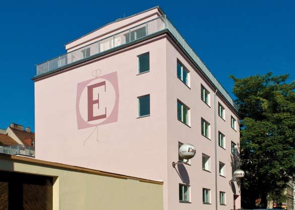 Umbau Lofts Dreihausgasse – Straßenansicht mit Fassadenverzierung