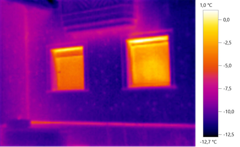 Wärmebild der Außenfassade eines Einfamilienhauses