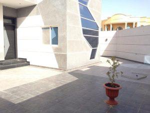 Terrasse mit Steinboden