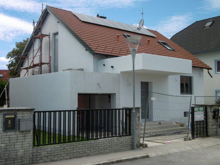 Umbau Einfamilienhaus Biedermannsdorf – Seitenansicht mit Garage
