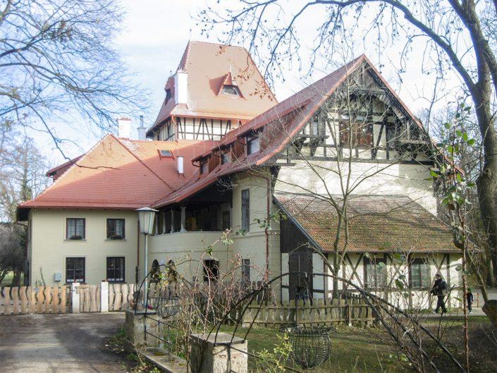 Umbau Waldorfschule Schönau – Gesamtansicht mit fertigem Dach