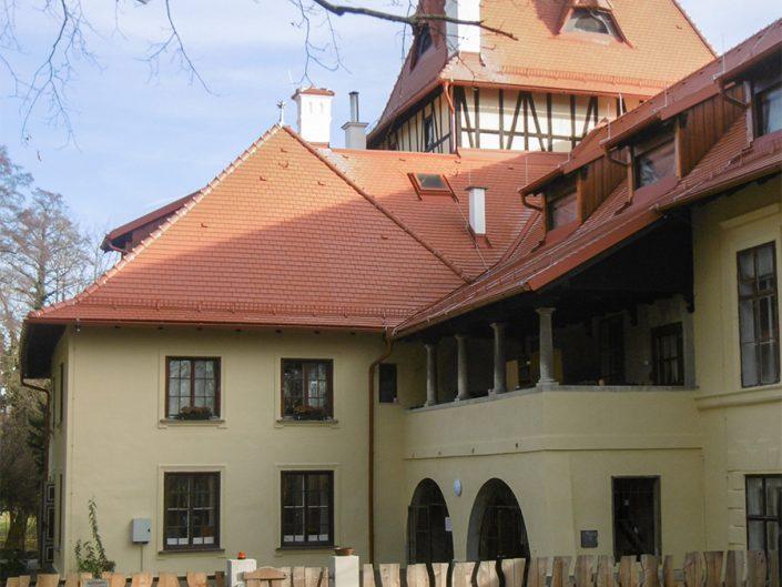 Umbau Waldorfschule Schönau – Seitenansicht mit fertigem Dach