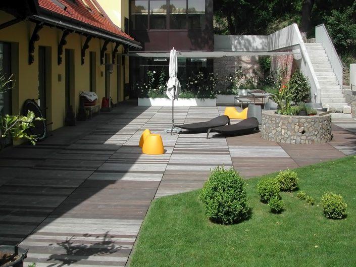 Loftwohnung in Dornbach – Garten mit Liegen