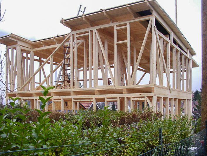 Kleingartenhaus aus Holz – Holzkonstruktion im Bau