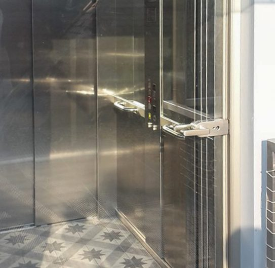 Altbauwohnung in Hernals – Der fertige Aufzug