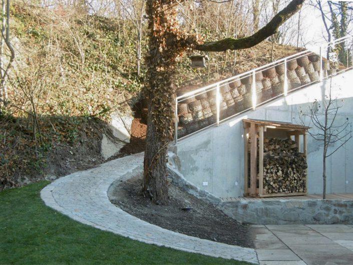 Altbauwohnung in Hernals – Garten mit Treppe