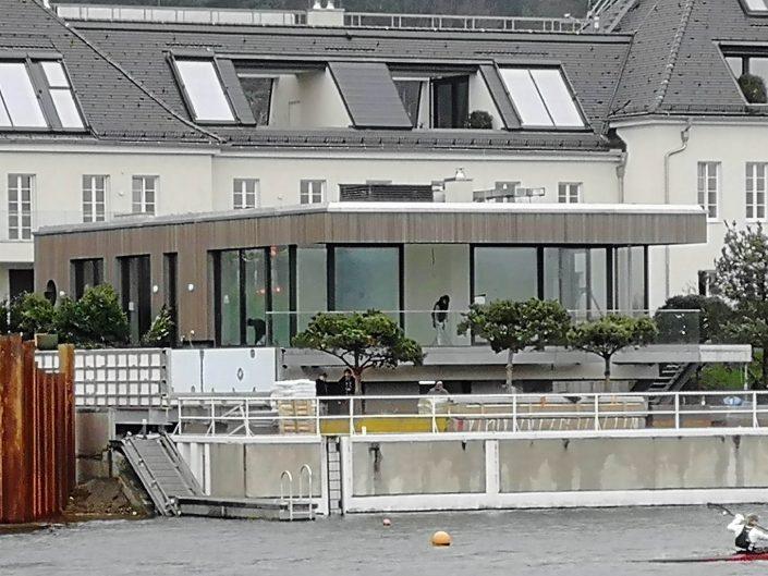 Bungalow an Donau mit teilschwebendem Pool und Terrasse