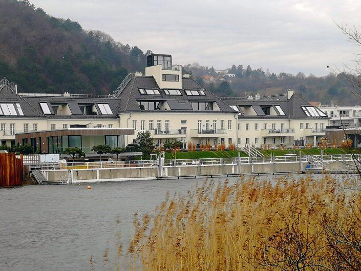 Blick über Donau Richtung Radisson Hotel