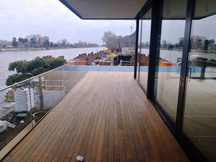 Schwebende Terrasse aus Holz